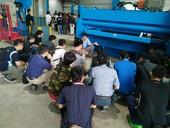 學員跟著講師一起認識折床及現場與老師討論