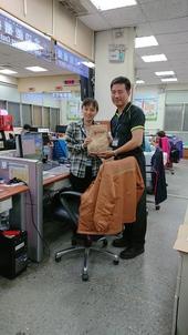 主任與同仁辦公室合影