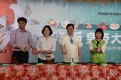 總統及農委會長官在米食文化區DIY製作紅龜粿