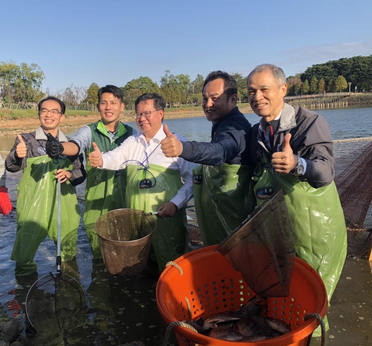 1081214-中壢-鄭市長文燦體驗埤塘漁業文化活動(2)