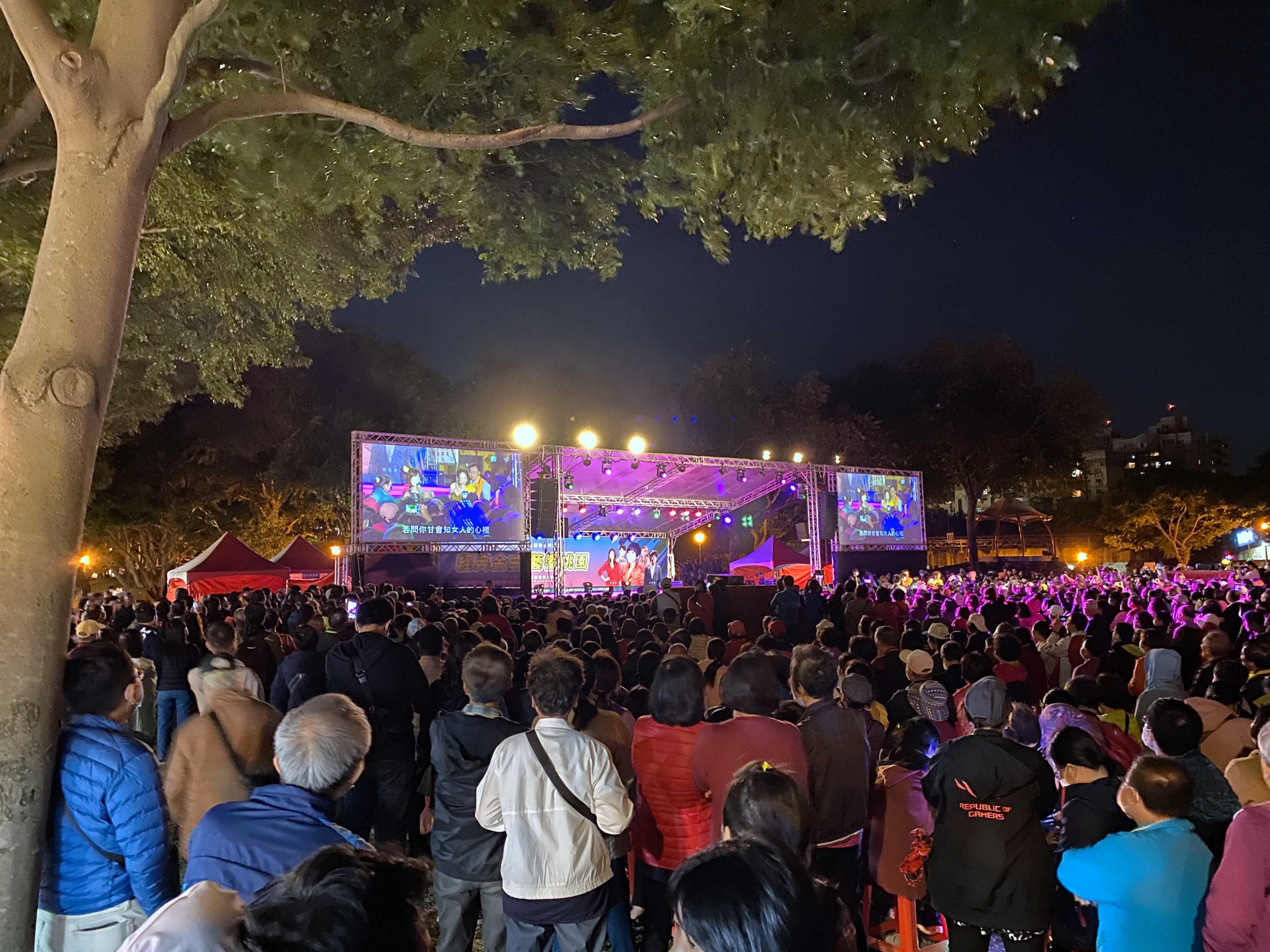 市民朋友們至現場渡過美好的台語金曲之夜。