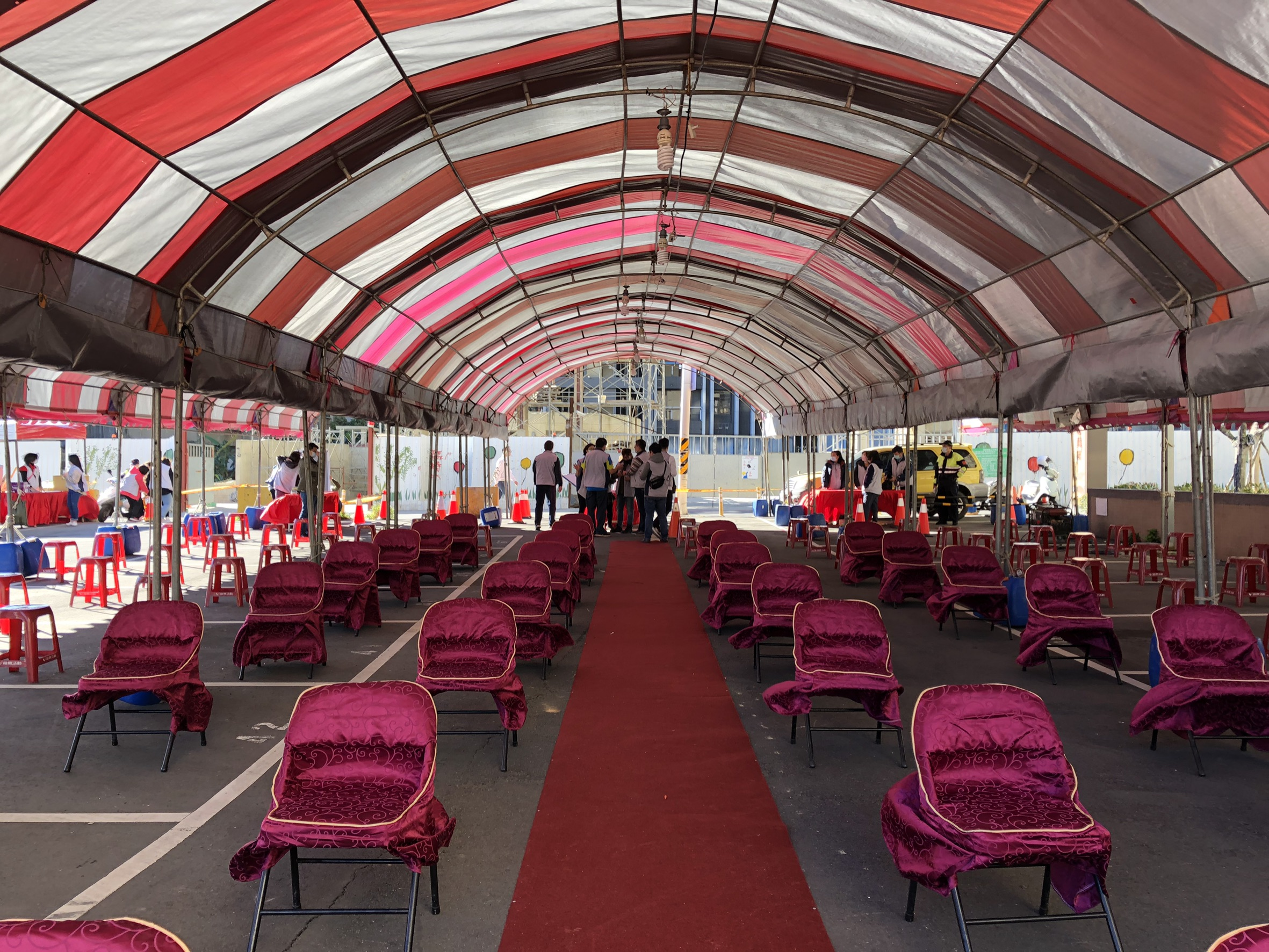 為落實市府防疫政策,現場座位維持1.5公尺安全社交距離。
