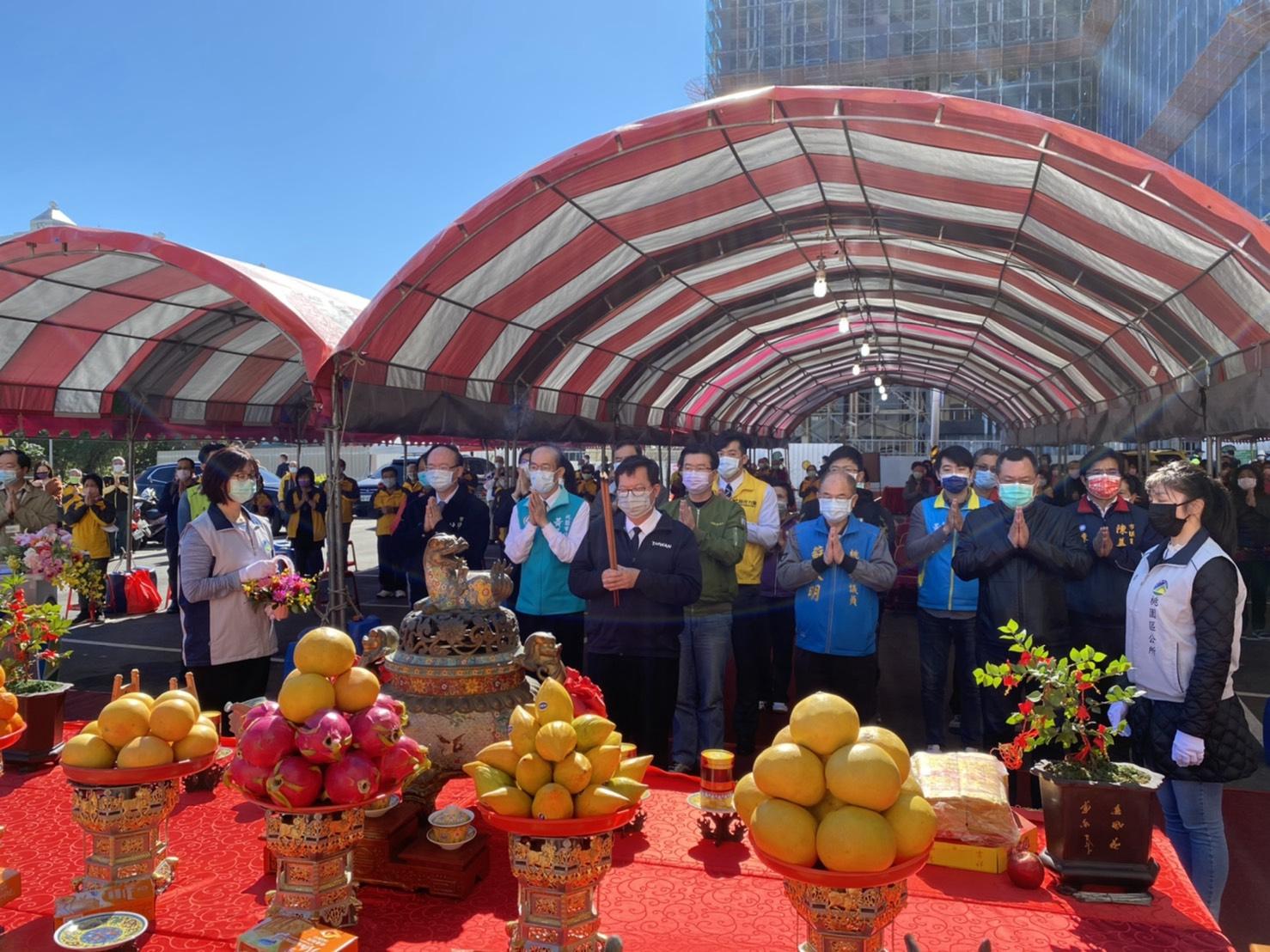 市長及貴賓們進行祈福儀式。