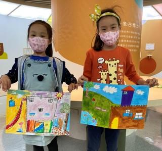由藝術家引導,結合展覽內容帶領小朋影認識藝術。