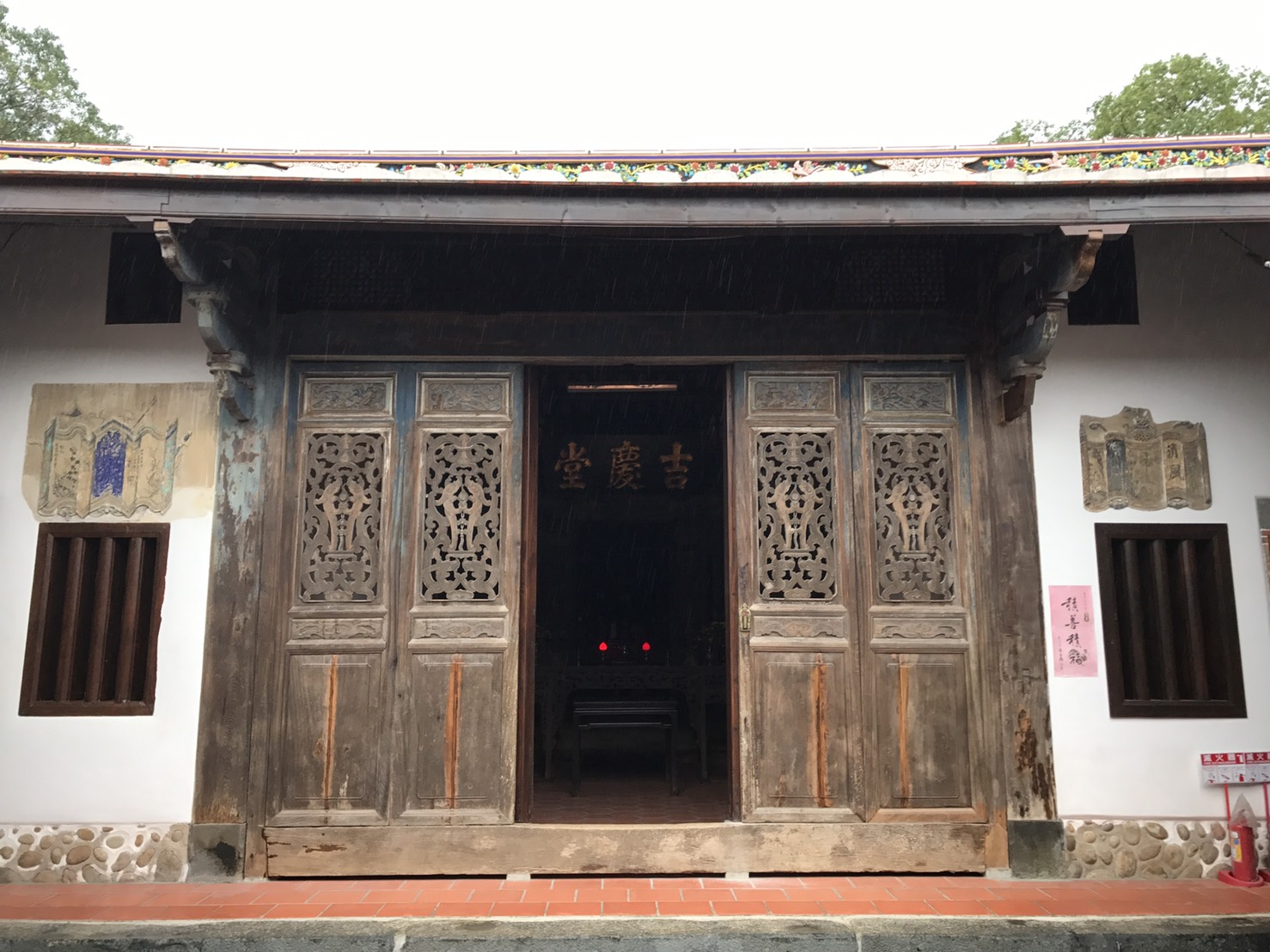 梅鶴山莊門
