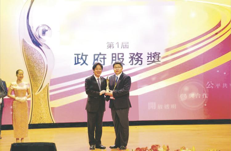 第1屆政府服務獎頒獎典禮合照-行政院長及主任